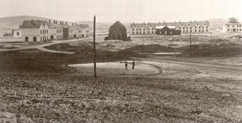 Paisaje de Riotinto en 1897 con el pueblo británico de Bella Vista al fondo.