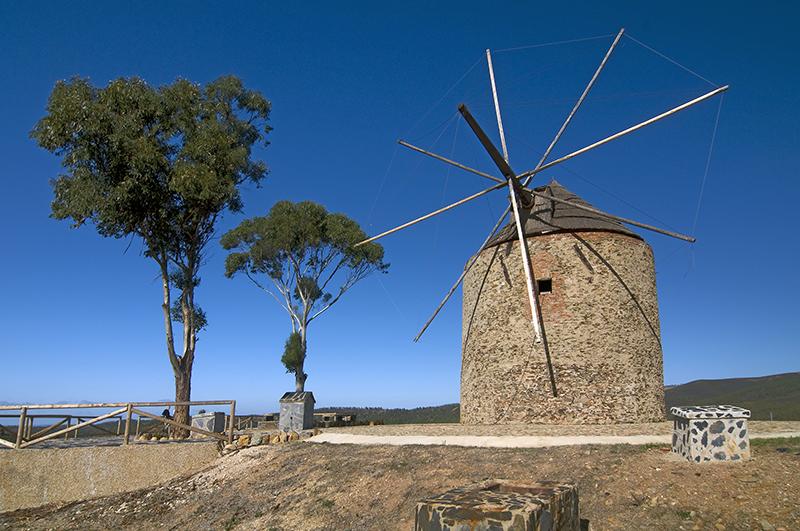 Molino de viento de Santa Bárbara de Casa.