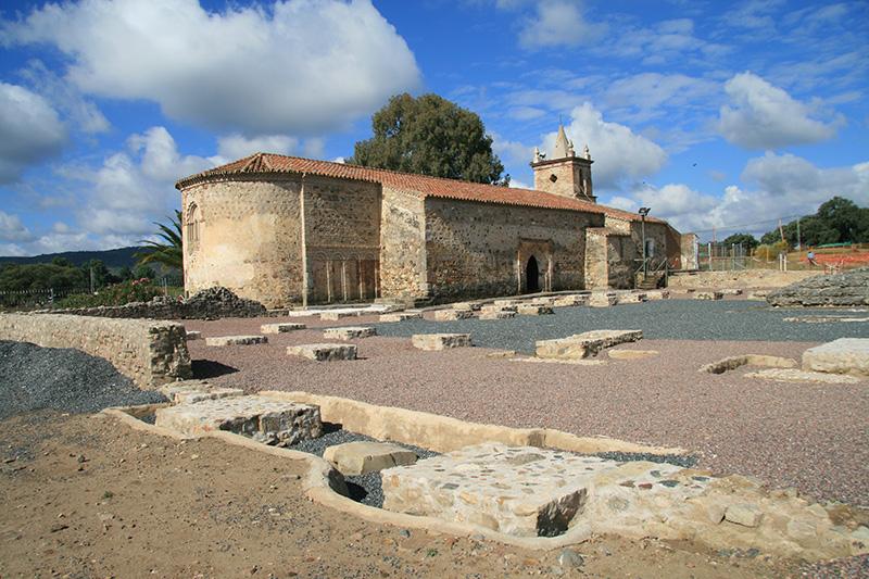 Foro de Turóbriga  y ermita de San Pedro de la Zarza.