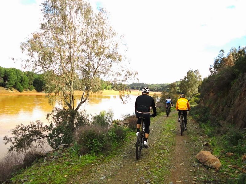 Vía Verde del Litoral a su paso por Gibraleón.