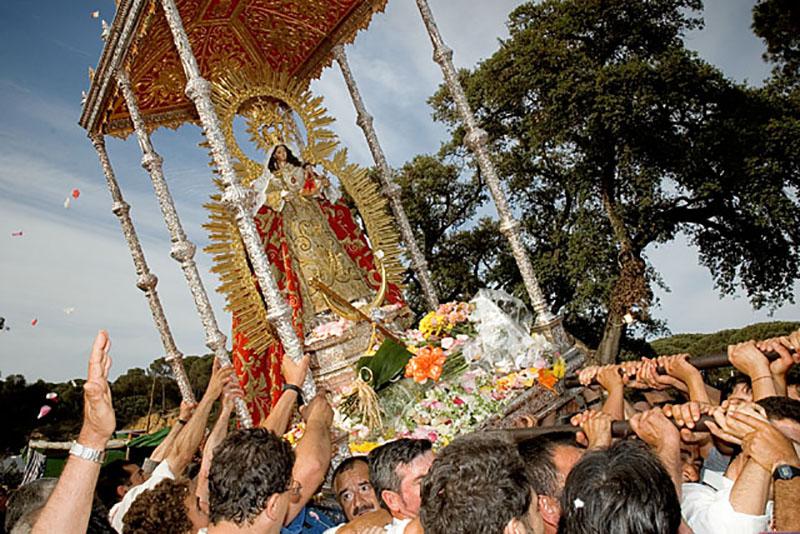 La Virgen de Montemayor durante la procesión del domingo.