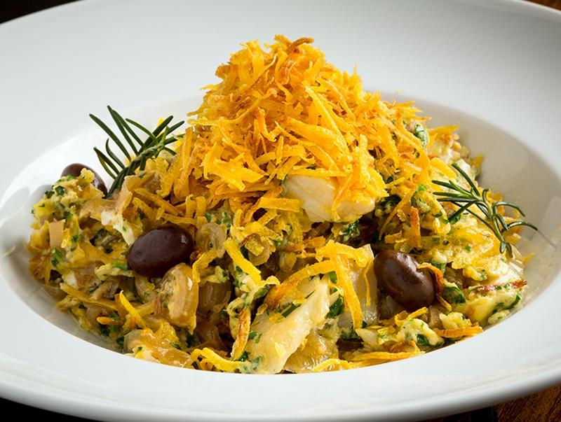 Este mes de junio ven a Ayamonte y prueba el bacalhau a Bras, plato típico portugués.